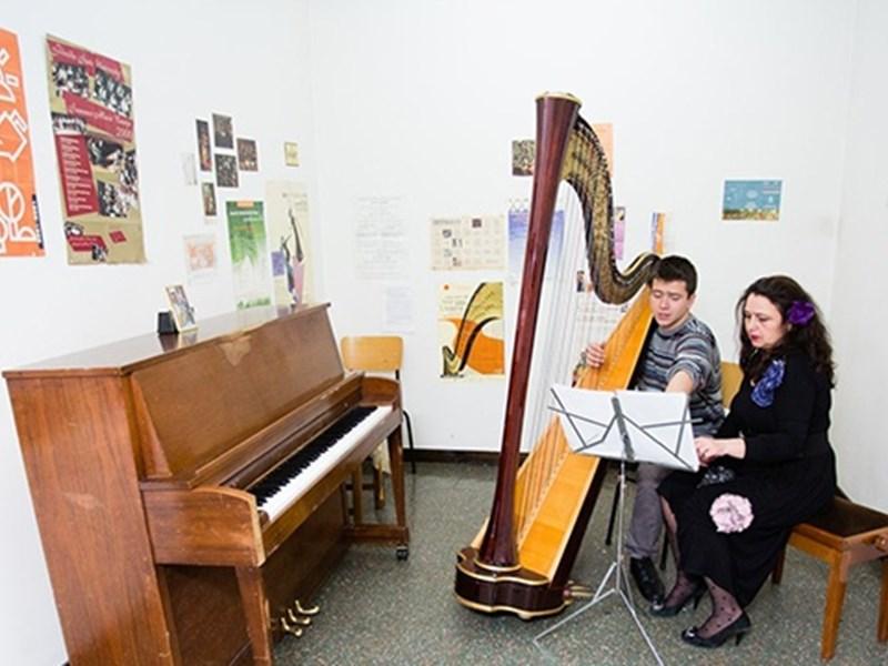 Professor Ravnopolska-Dean, Students Put Up Online Easter Concert