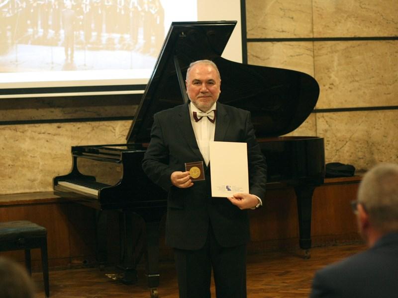 "Professor Hristo Krotev Receives the Prestigious ""Golden Lyre"""